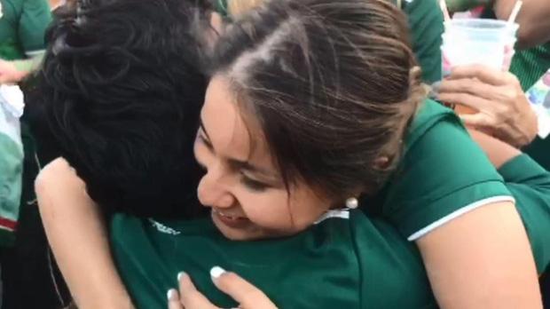 Màn cầu hôn lãng mạn ngay sau chiến thắng của đội nhà ở World Cup