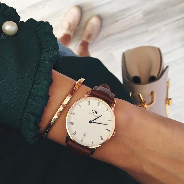 Đồng hồ là một trong những món quà ưa thích của nàng.