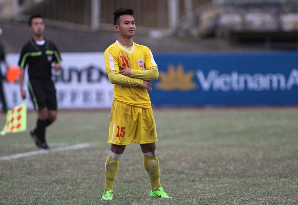 Cầu thủ Nguyễn Hồng Sơn trên sân