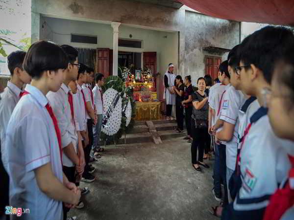 Không khí tang thương bao trùm sau vụ 8 học sinh tử vong vì đuối nước ở Hòa Bình