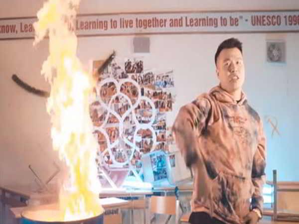 Rapper bị tố vào trường Ams tự ý đốt sách vở học sinh để quay MV