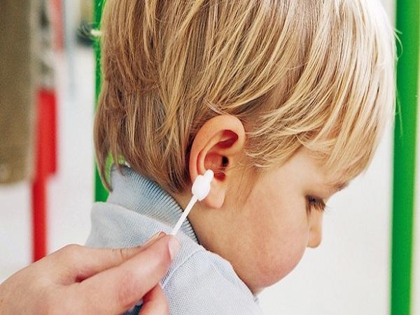 Nguyên nhân, tác hại và cách điều trị thủng màng nhĩ