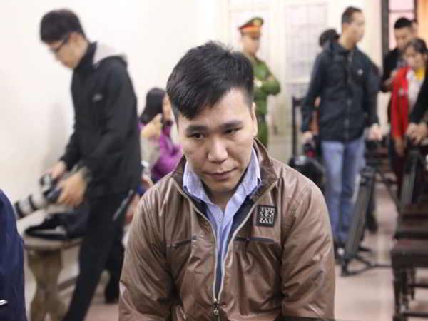 Xét xử vụ ca sĩ Châu Việt Cường nhét tỏi khiến cô gái tử vong