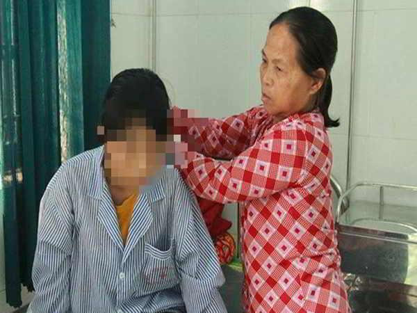 Nữ sinh bị bạn lột đồ, đánh hội đồng được cộng đồng chung tay giúp đỡ