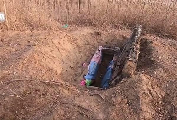 Nằm mơ thấy đào mộ người chết