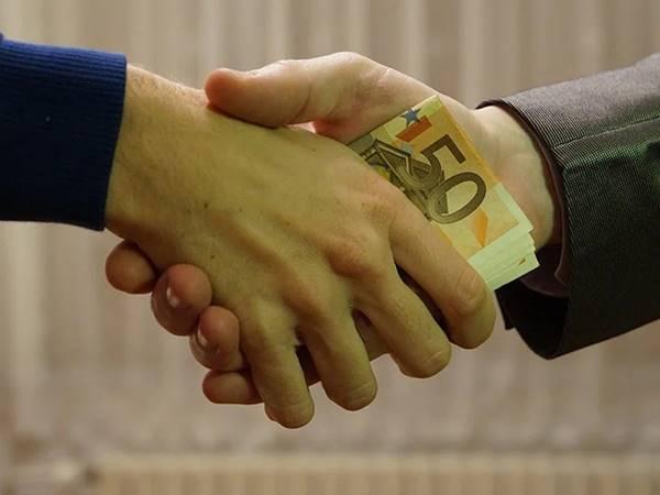 Mơ thấy vay tiền dự báo điềm gì? Điềm dữ hay lành?